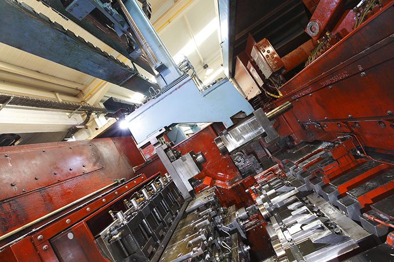 Ofrecemos soluciones de estampación en frío de piezas metálicas para el sector de la automoción.